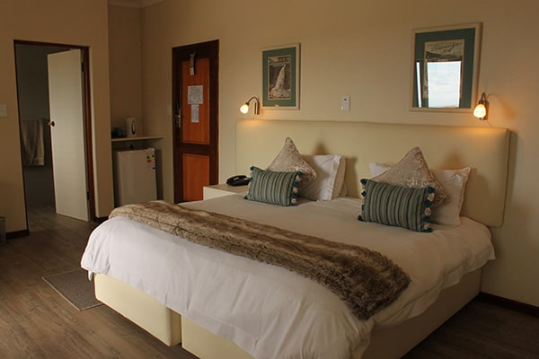 Wilderness Hotel Accommodation the Deluxe room and Deluxe King Bathroom